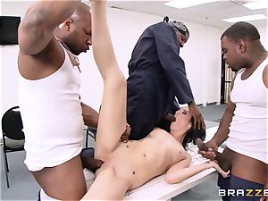 Hailey youthful takes on a gang of insane inmates