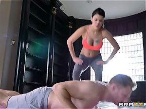 supple brunette Peta Jensen