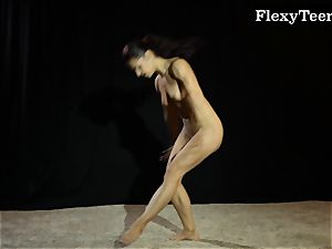 super-steamy booty gymnast dancing