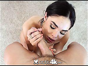 Selena Rose jiggles rump on a stiff chisel