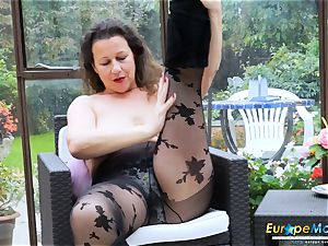 EuropeMaturE super-hot chesty Solo chick playing Alone
