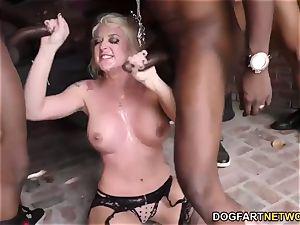 Leya Falcon sucks and bj's many ebony lollipops