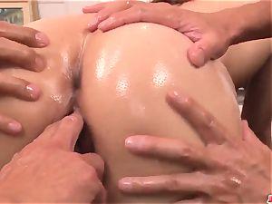 Arisa Kuroki yells with 2 schlongs in her vagina and butt