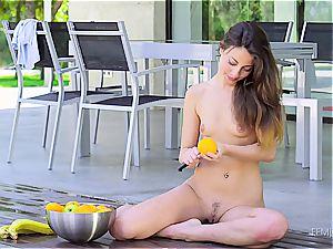 Lorena Garcia edible taunt
