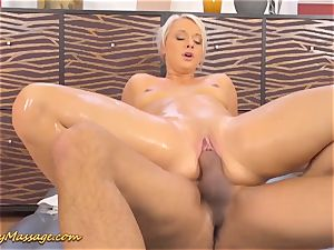 obese bootie Lilith Lee gives slimy rubdown