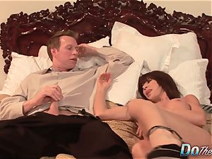 super-sexy Jenla Moore penetrates while her hubby observes