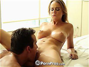 Alexis Adams uses her kinks and slit