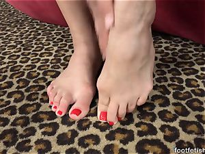 Mia Austin Gets a foot worshiping and cunny tearing up
