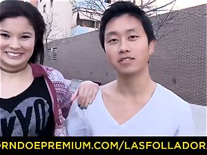 LAS FOLLADORAS - fat cupcakes Oriental babe has foursome