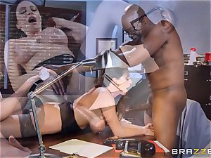 mischievous office fun with Ariella Ferrera