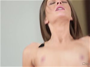 steamy sitter Shyla Ryder gets humped by Danny Mountain