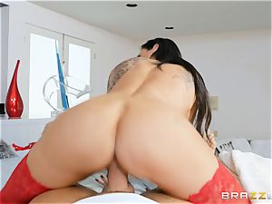 Melissa Lynn sits on Keirans large stud meat
