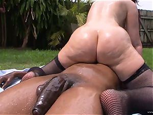 Caroline Pierce loves getting her wet vag slammed
