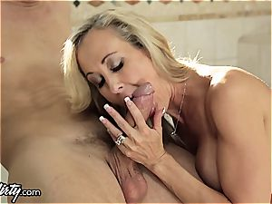 hotwife cougar Brandi enjoy juggles 2 hard-ons