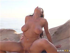 Romi Rain luvs sizzling lovemaking on the beach