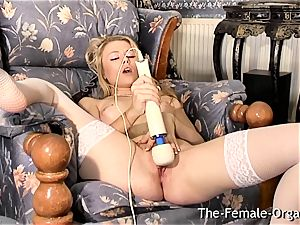 Femorg light-haired in tights Bates raw puss to orgasm